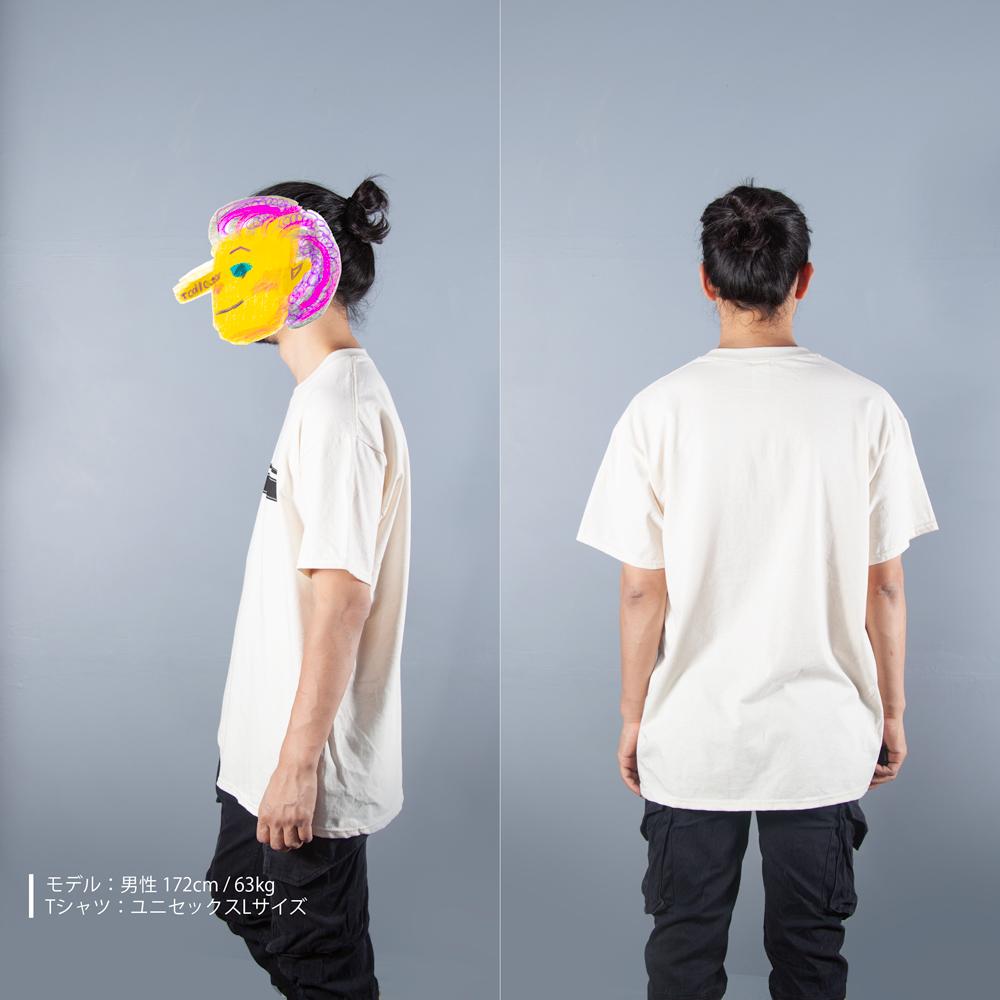 映画の8mm,35mm フィルム Tシャツ男性モデル横後ろ