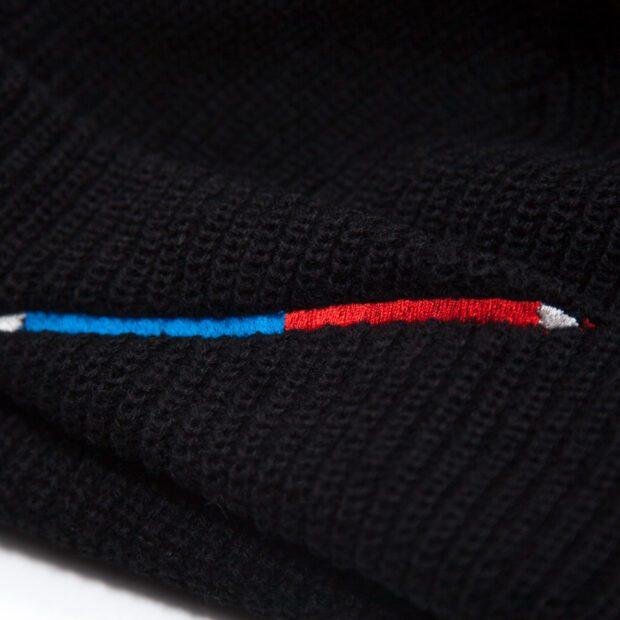 赤青鉛筆 刺しゅう ビーニー 刺繍拡大