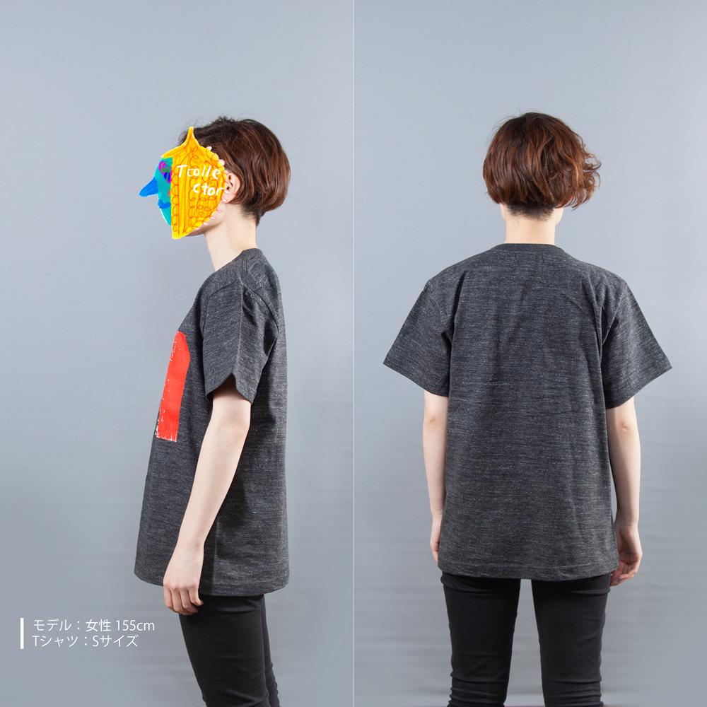 ウルトラマンシリーズ ベムラー グラフィック Tシャツ女性モデル横うしろ