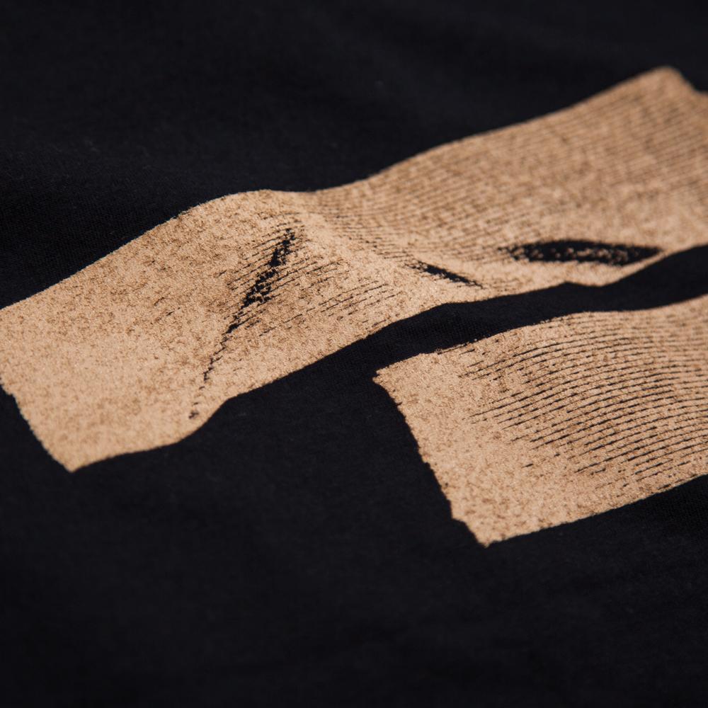リアルなガムテープ Tシャツ ボディーから当店オリジナル シルクスクリーン印刷 拡大