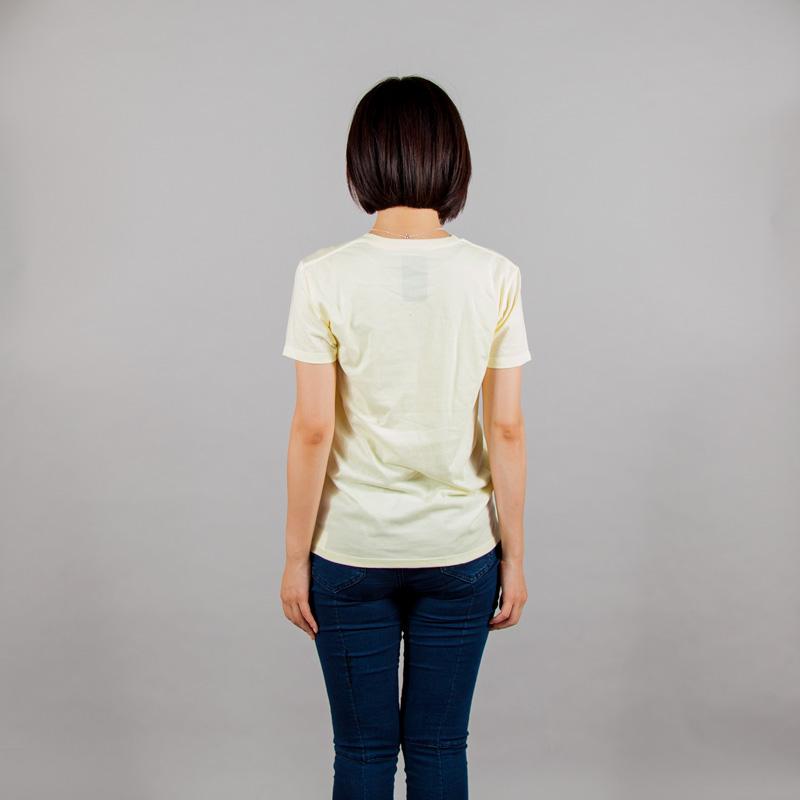 風車Tシャツ女性モデルうしろ