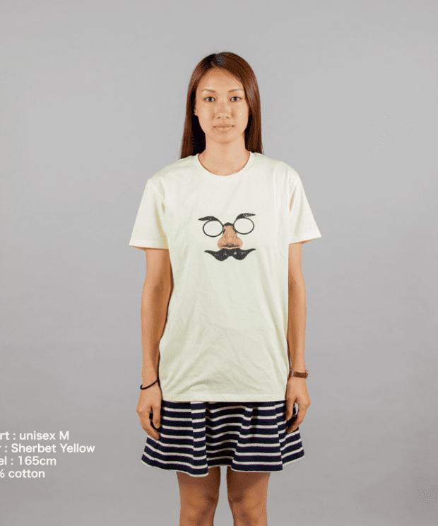 鼻眼鏡のおじさんTシャツ女性モデル正面