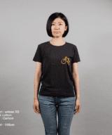駐輪場Tシャツ女性モデル正面