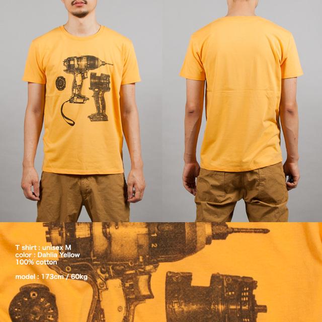 電気ドリルTシャツ男性モデル正面うしろ シルクスクリーン印刷拡大