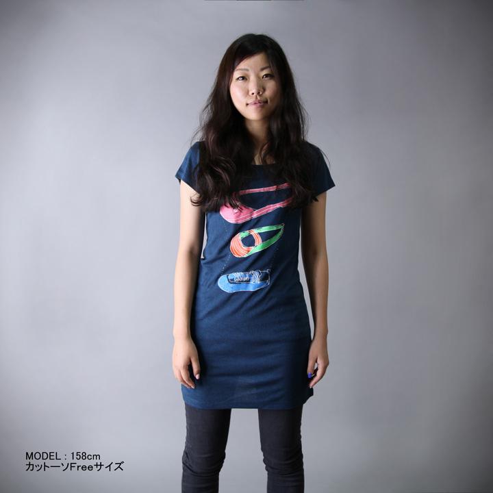 3シューズ イラスト Tシャツ 女性モデル正面