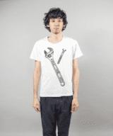 スパナー+ボルト デザインTシャツ 男性モデル正面