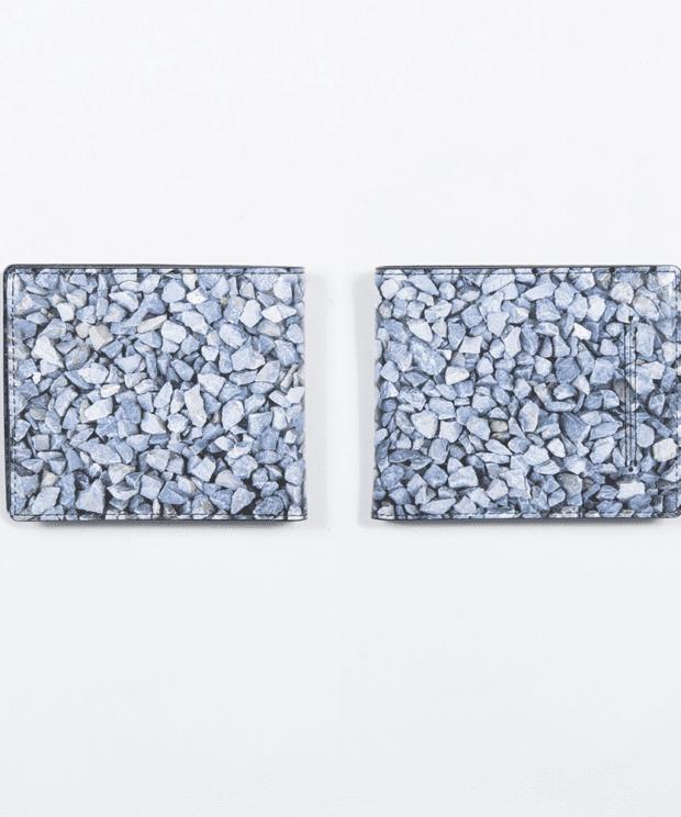 駐車場の石 財布