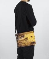 黄色く錆びた鉄板 ボディーバッグ