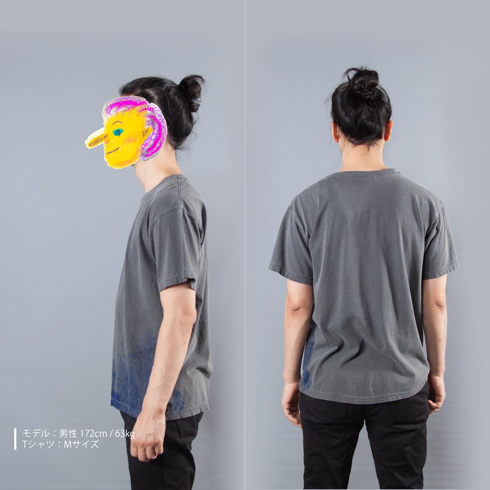 青カビTシャツ男性モデル横後ろ