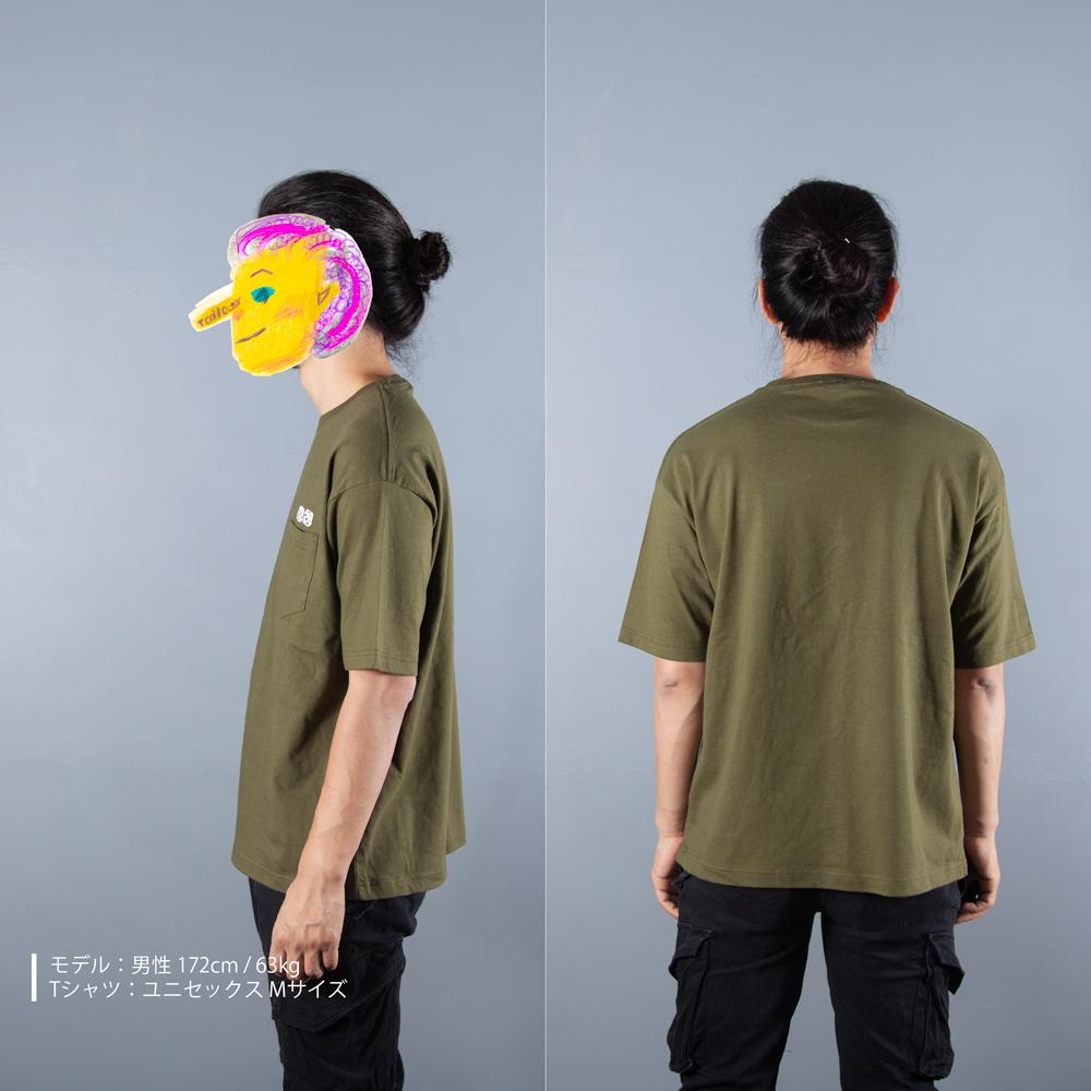 サイコロ 刺繍 ビックシルエット ポケットTシャツ 男性モデル横うしろ