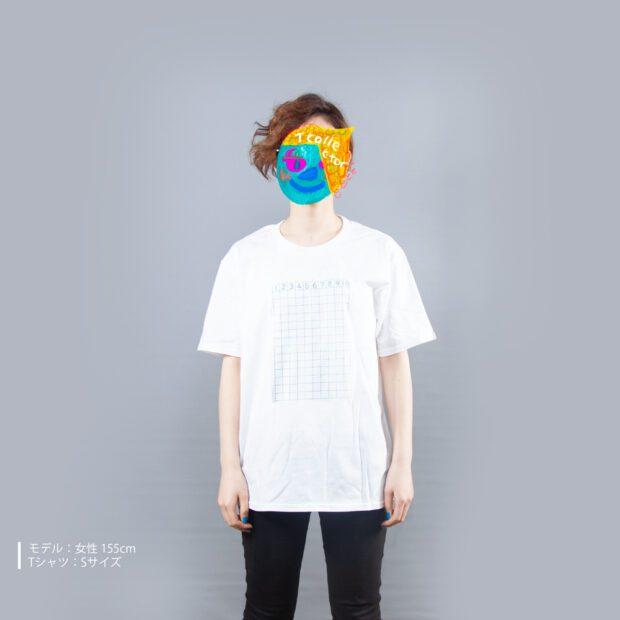 さんすうノートTシャツ女性モデル正面