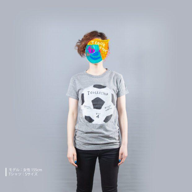 サッカーボールTシャツ女性モデル正面