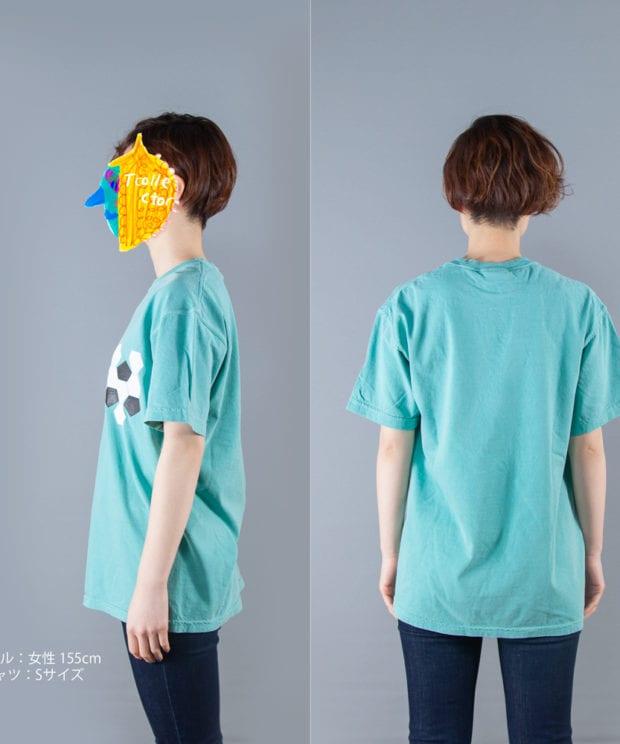 サッカーボールの展開図Tシャツ女性モデル横後ろ