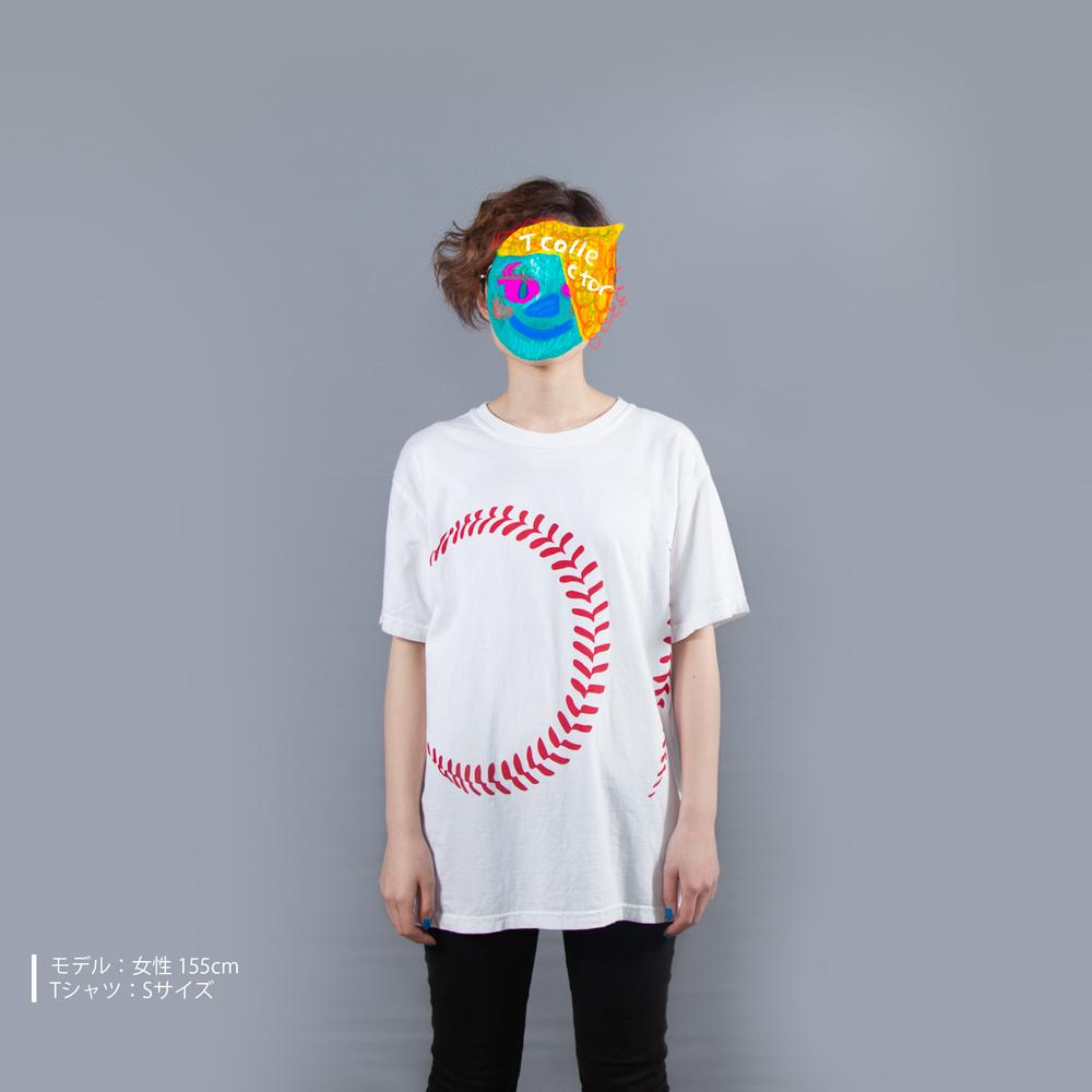 野球のボールTシャツ女性モデル正面