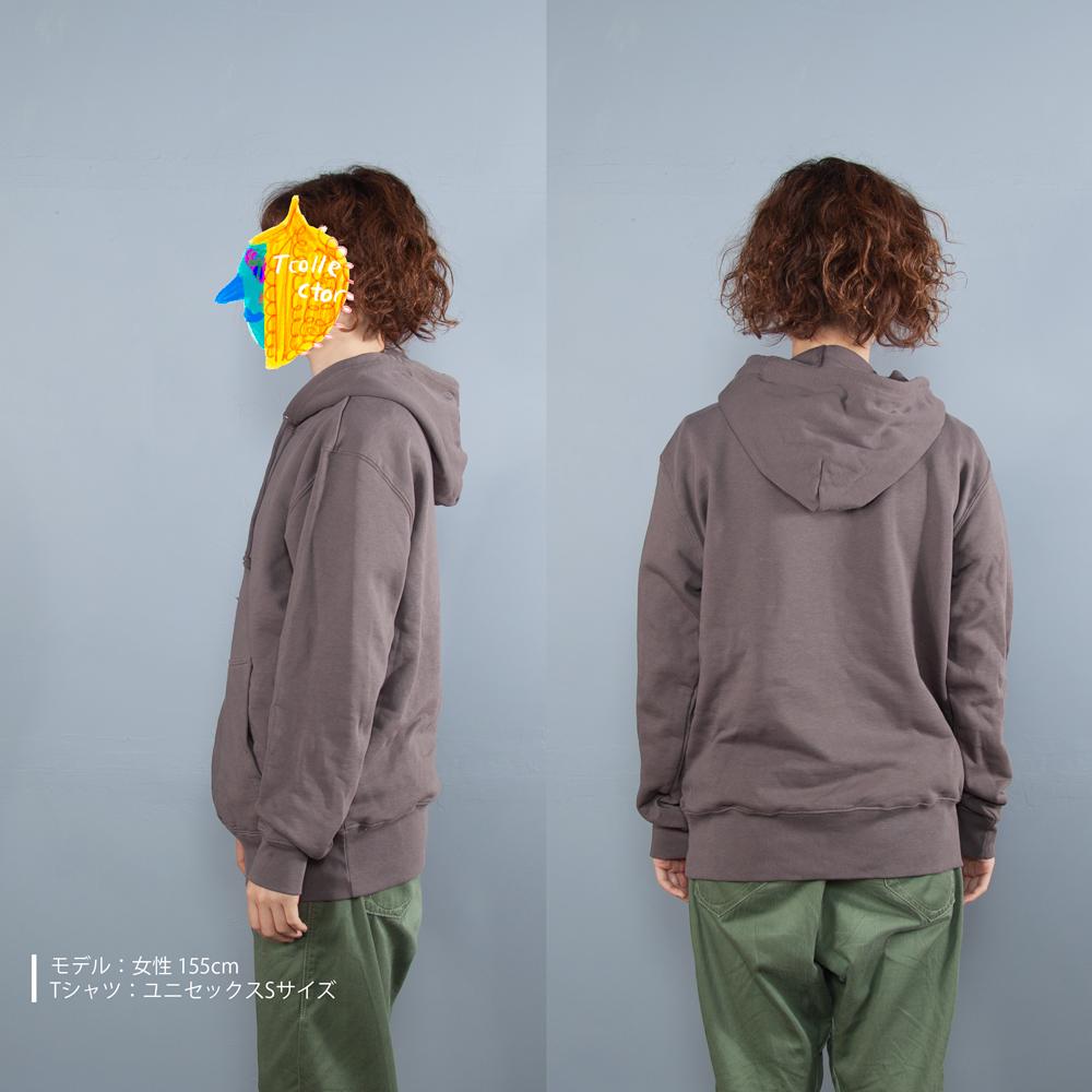 赤青鉛筆刺繍パーカー女性モデル横うしろ