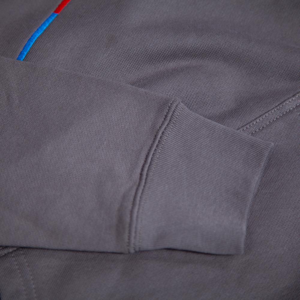 赤青鉛筆刺繍パーカー袖拡大