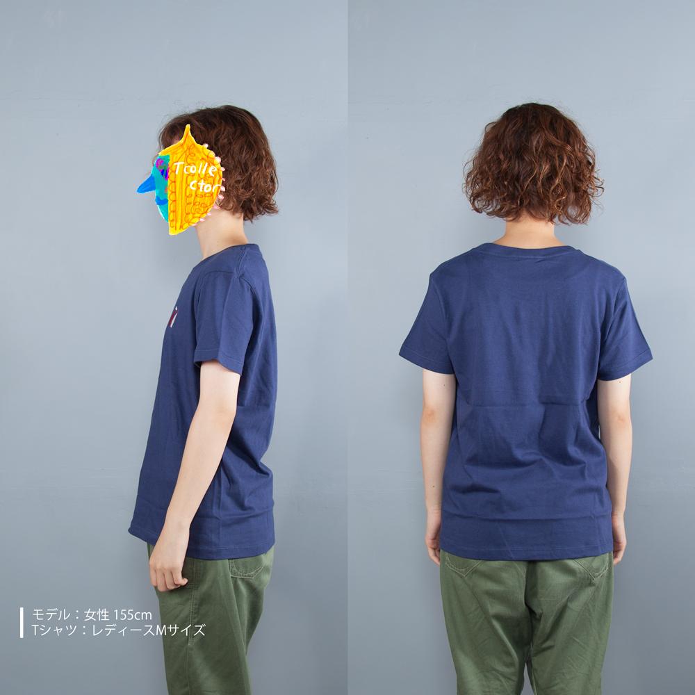 マヨネーズとケチャップ刺繍Tシャツ女性モデル横うしろ