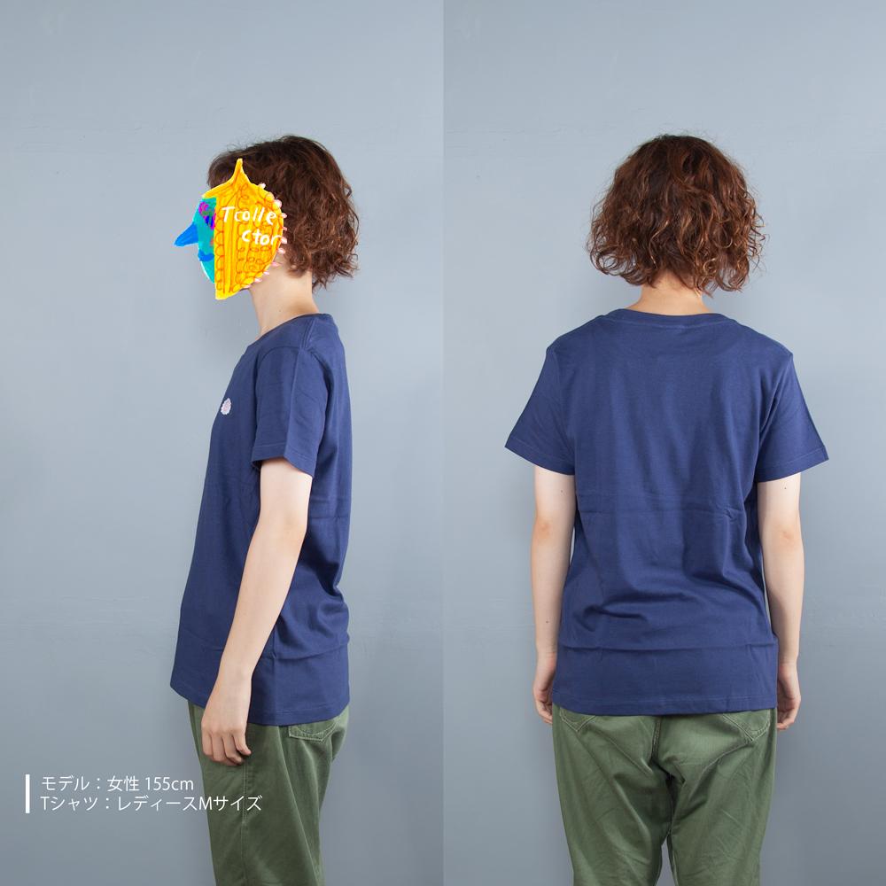 なると刺繍Tシャツ女性モデル横うしろ