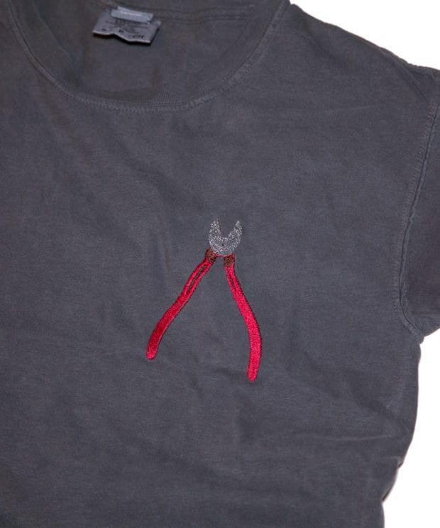 ニッパー 刺しゅう Tシャツ 拡大