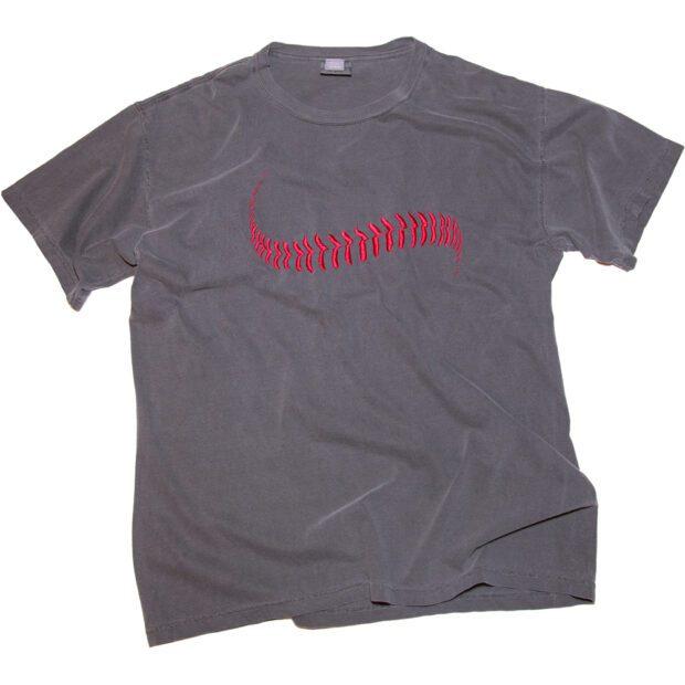 野球のボール刺しゅう Tシャツ