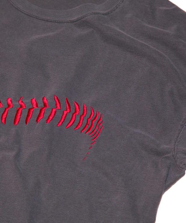 野球のボール刺しゅう Tシャツ 拡大
