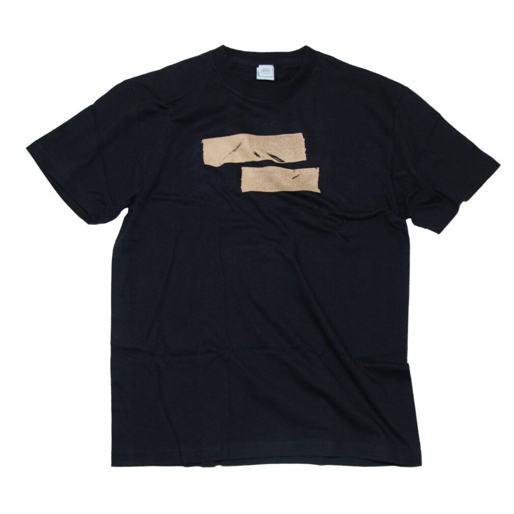 ガムテープTシャツ